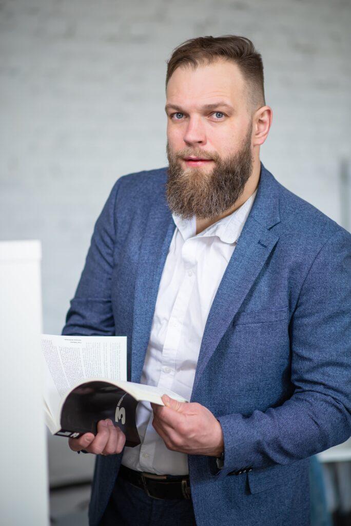 Максим Димура -автор кейса, директор Бизнес Сайт